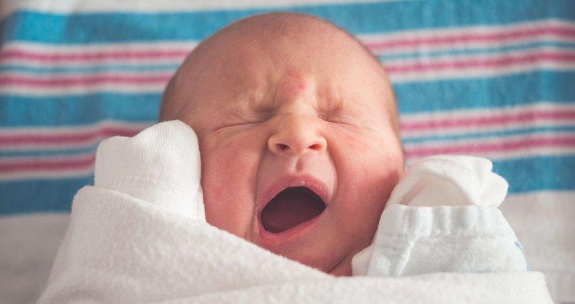 Grčevi kod beba – zašto se javljaju i kako se prevazilaze