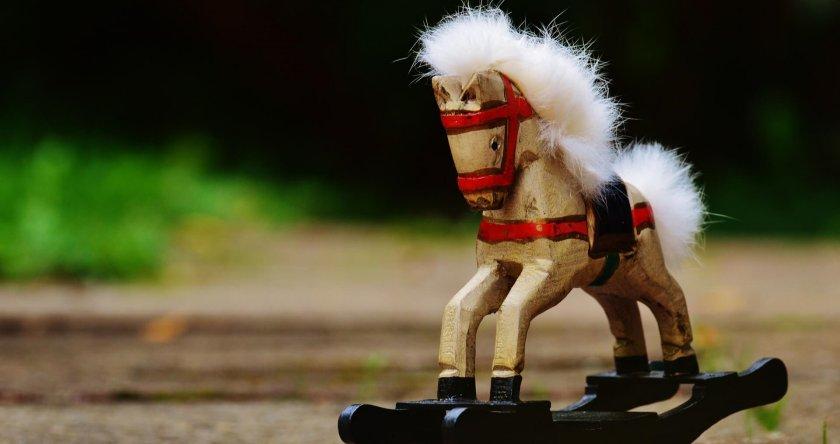 Drveni konjić igračka