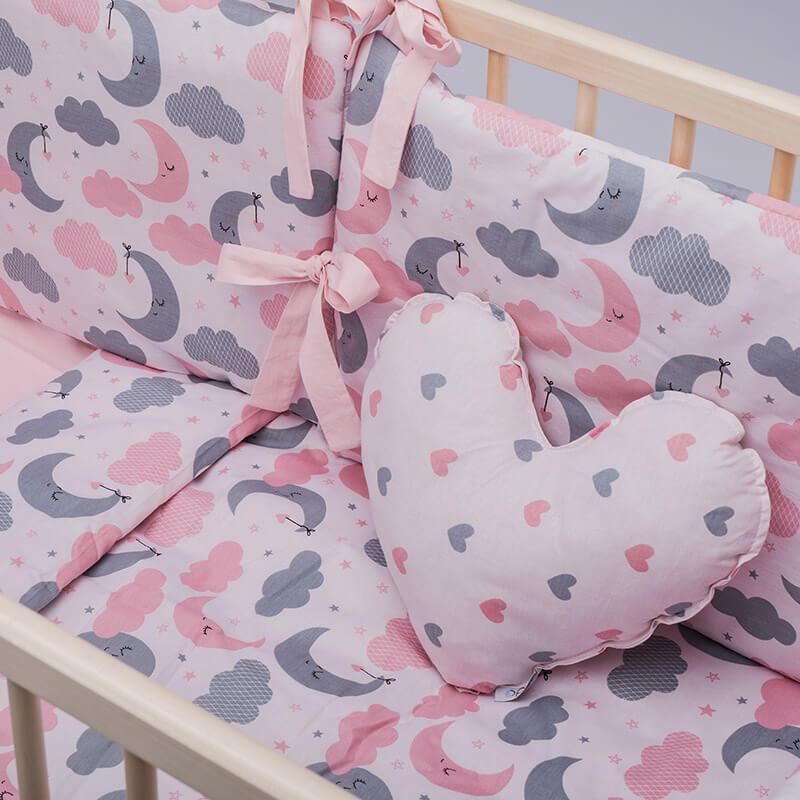 Kido jastuk u obliku srca roze boje sa srcima