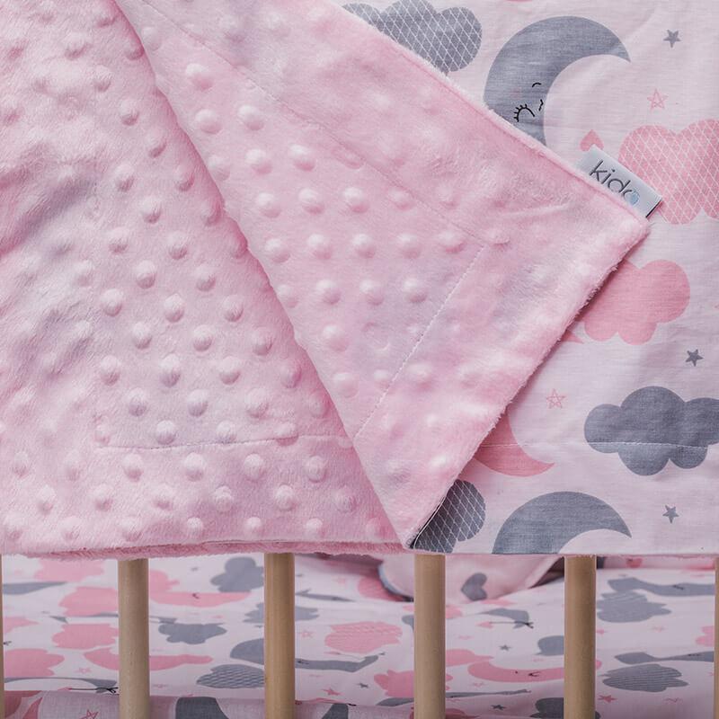 KIDO minky roze prekrivač sa mesecima i oblačićima u roze i sivoj boji.