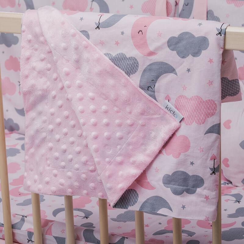 KIDO minky roze prekrivač za bebe sa mesecima i oblačićima.