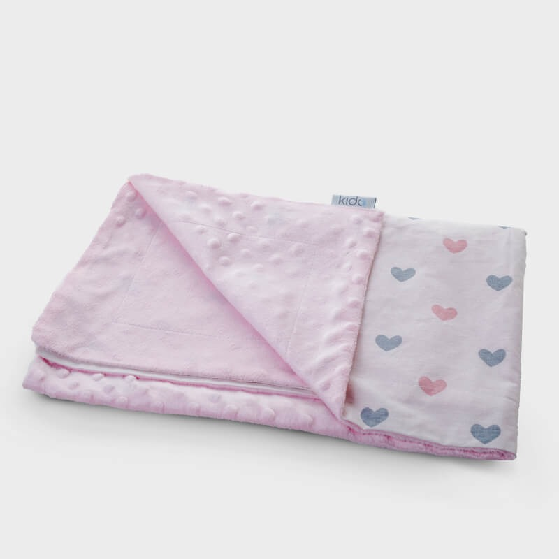 KIDO minky roze prekrivač za bebe sa šarenim srcima.