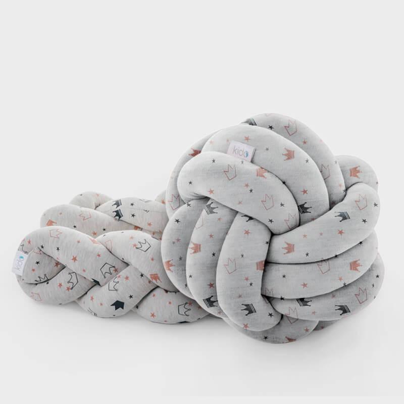 KIDO Mali Princ paket koji čine sivi čvor jastuk i siva pletenica